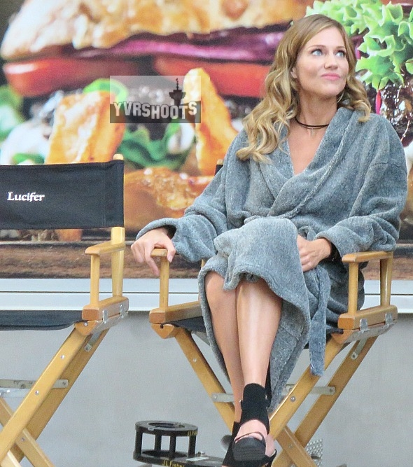 Photo Lucifer Season 3 Tricia Helfer As The Mother: LUCIFER Season 2 Set Snaps Give Us A First Look At Tricia