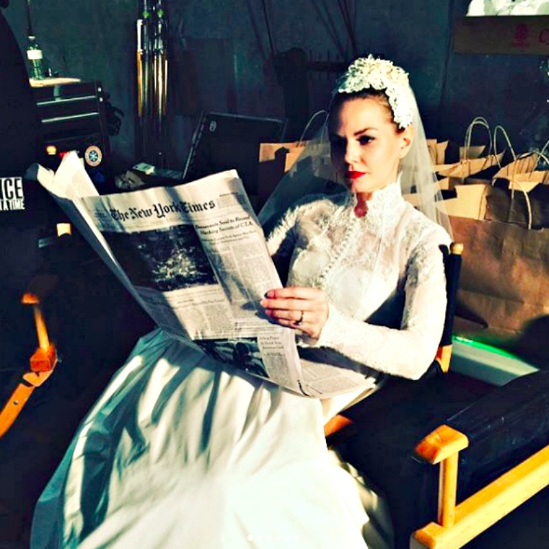 Jennifer Morrison Says The Inspiration For Emma Swan S Wedding Dress Is Grace Kelly In Her Real Life Marriage To Prince Rainier Of Monaco